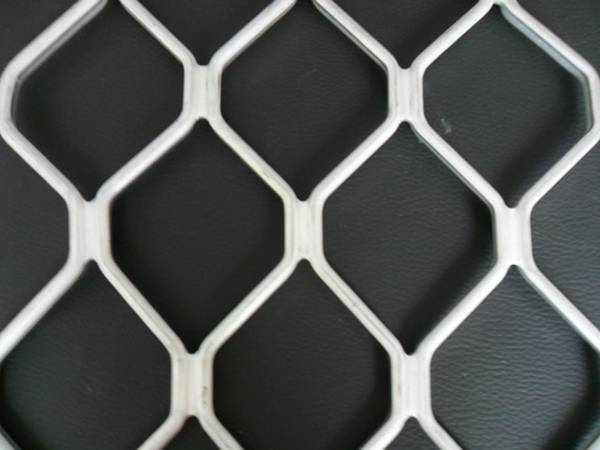 A piece of aluminum diamond grille with high quality white power coated