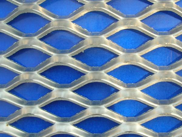 Expanded aluminum metal sheet with diamond shape holes